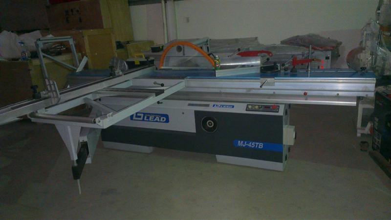 Máy cưa bàn trượt